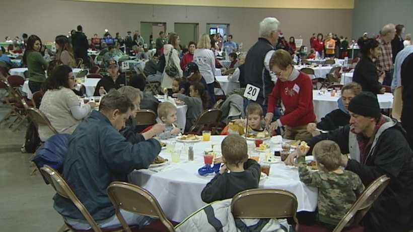 Volunteers feed hundreds free Christmas meal