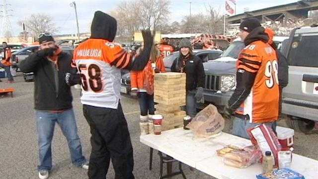 Fans braved cold weather Sunday for the last Bengals home game of the regular season.