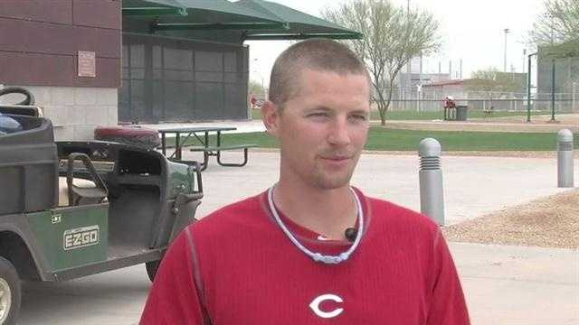 Mike Leake talks with Ken Broo about his new haircut.