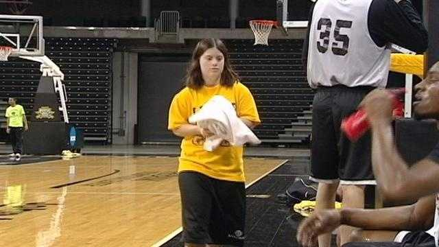 Basketball manager with Down Syndrome leaves mark on team.