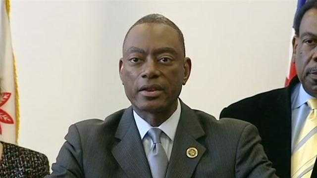 Mayor rescinds pay raises for staffers