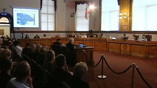 Cincinnati City Council hear arguments for and against the streetcar but no decision has yet been made.