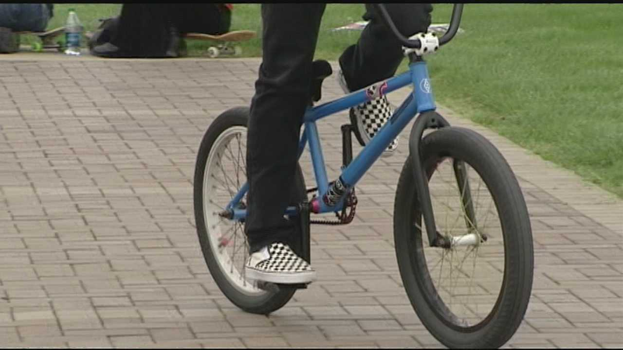 A Northern Kentucky teenage boy died after he attempted a bicycle stunt and later died from his injury.