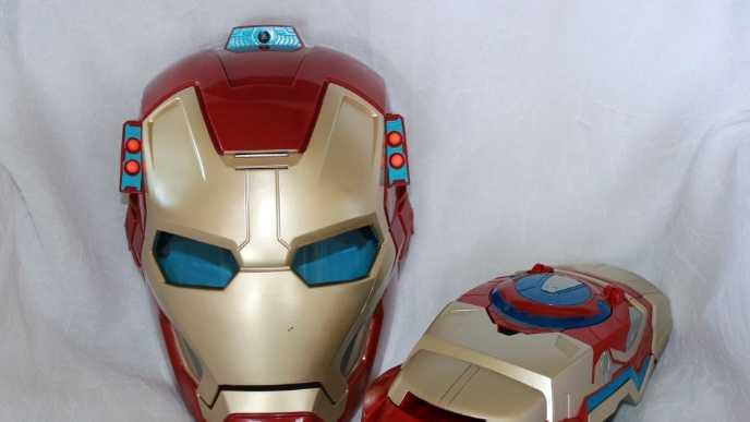 Iron Man Mask, gauntlet