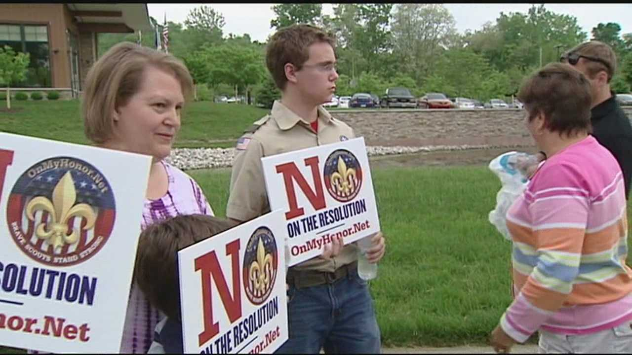 Boy Scout supporters rally in effort to keep homosexuals out
