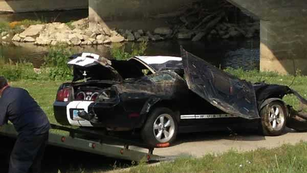 Monroe crash in river 3.jpg