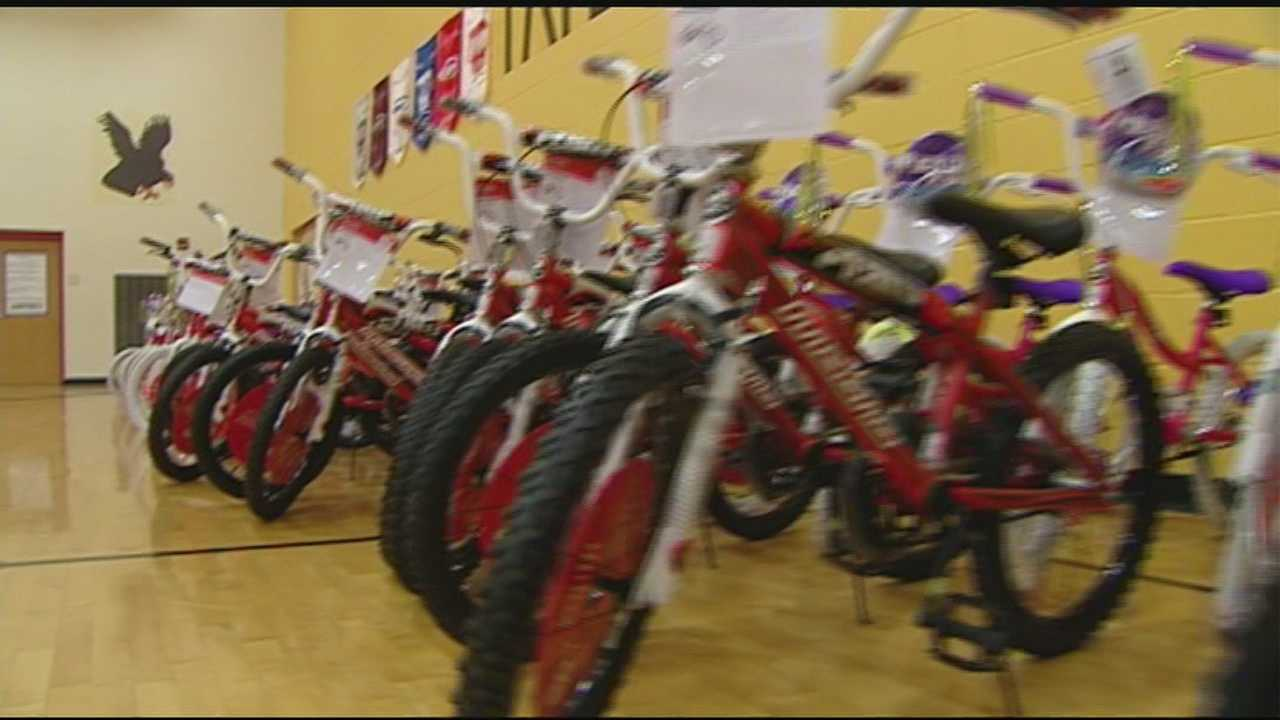 Students receive new bikes after good results on achievement tests