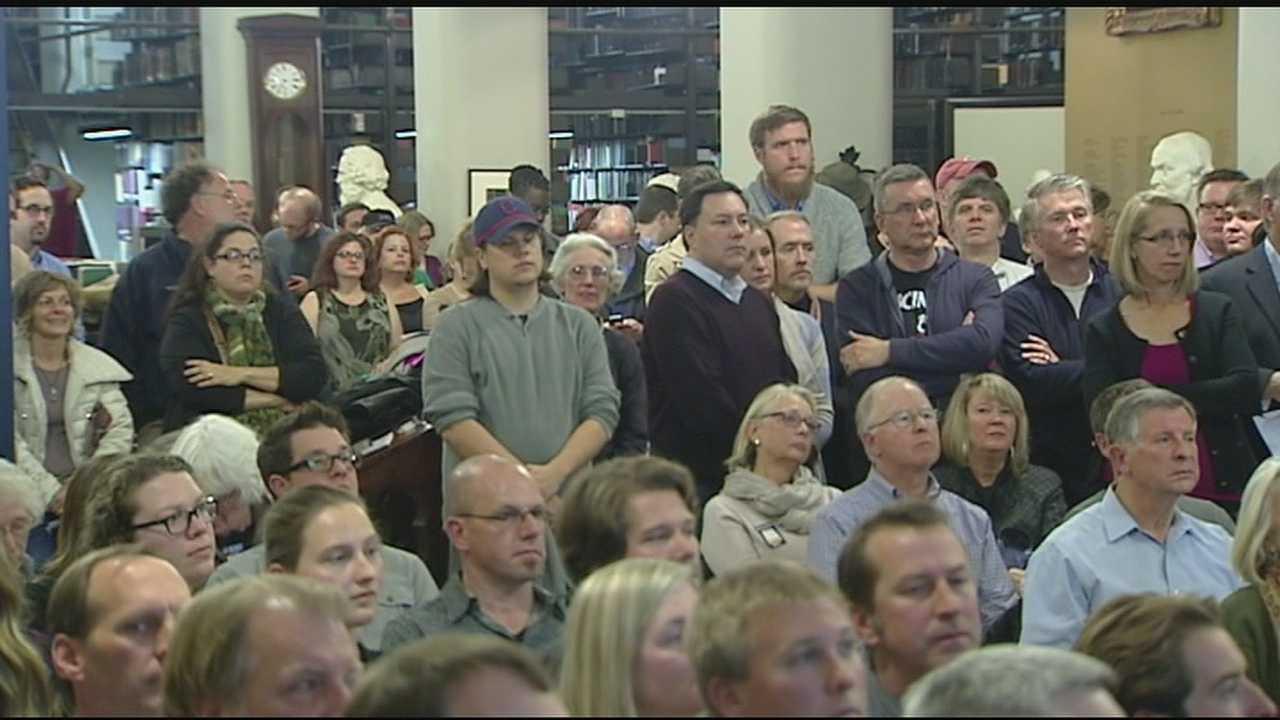 Crowds at capacity for streetcar meeting