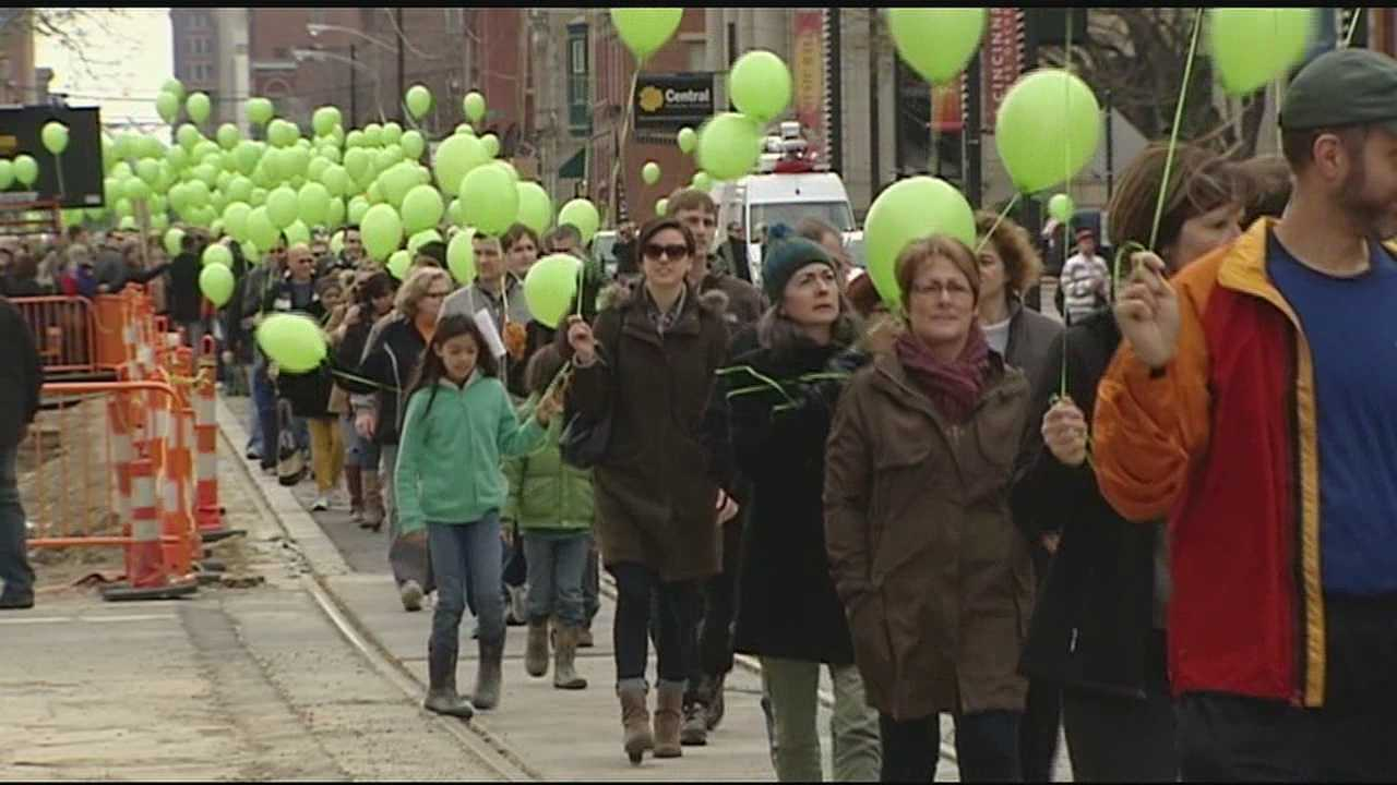 Hundreds of supporters organized a rally at Washington Park in Cincinnati on Sunday. They said the rally was to show the newly-elected mayor and city council that the streetcar is an important sign of progress in the city.