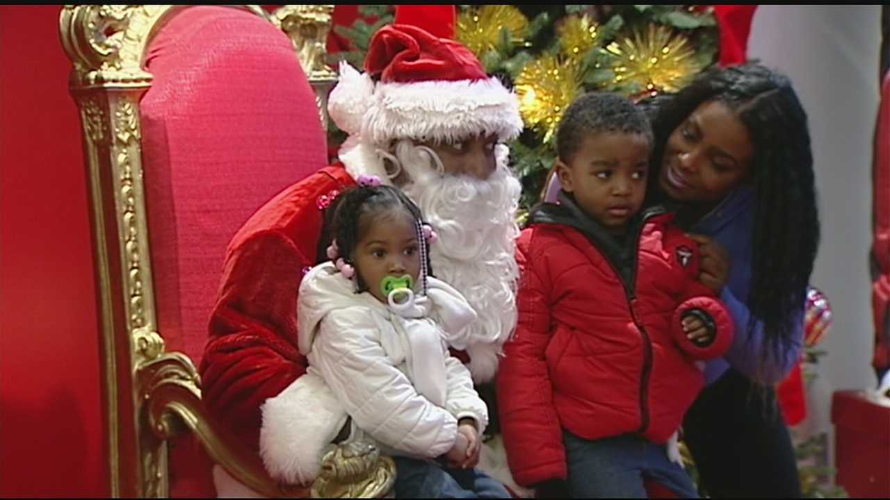 Macy's offers twice the Santa at downtown store