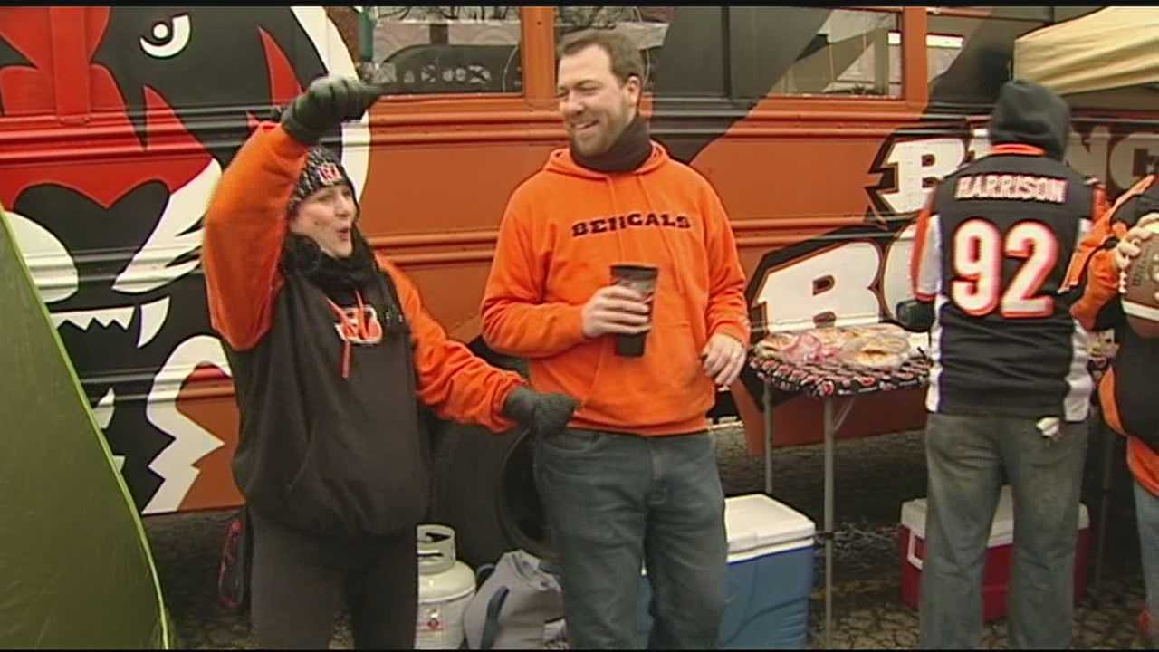 Fans crowded lots early Sunday morning to get in the mood to support their hometown Cincinnati Bengals in a playoff game.