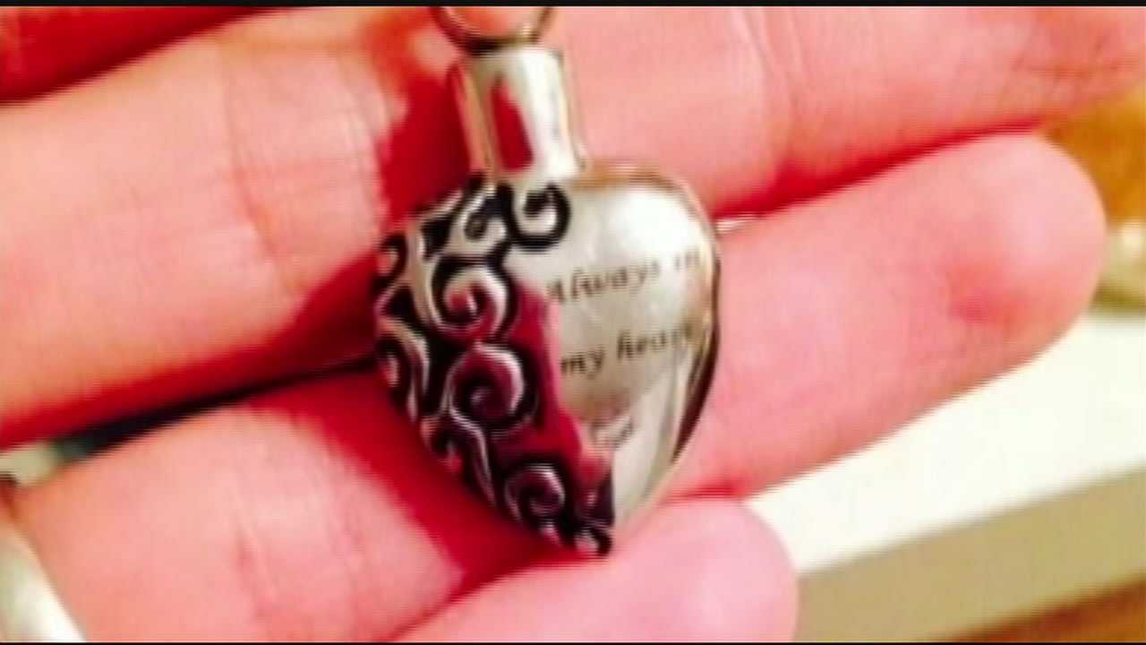 A mother is asking for help finding a heart pendant containing her daughter's ashes. Jeni Taggart had it made after her daughter was stillborn last March.
