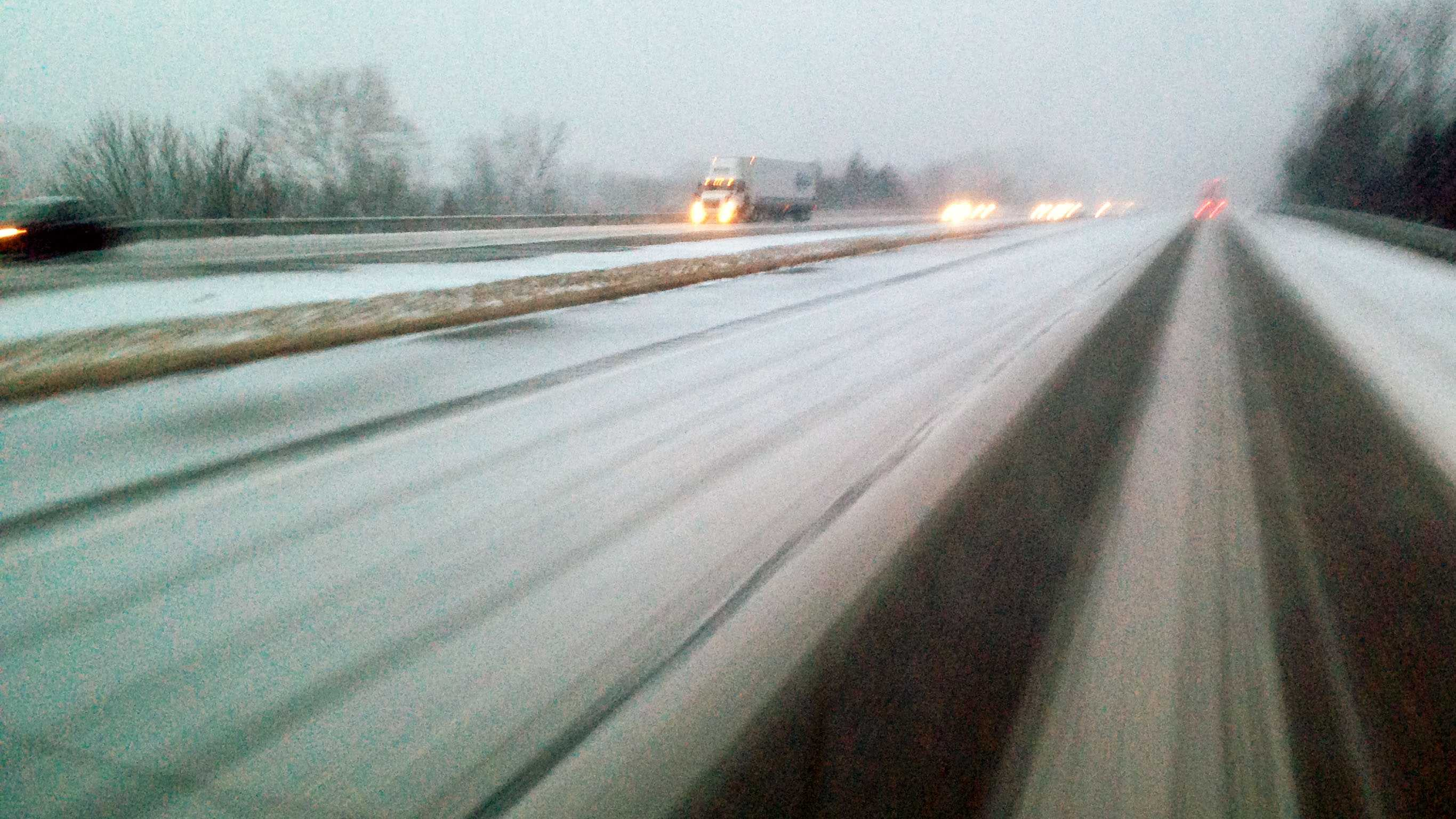 Generic snow highway daylight.jpg