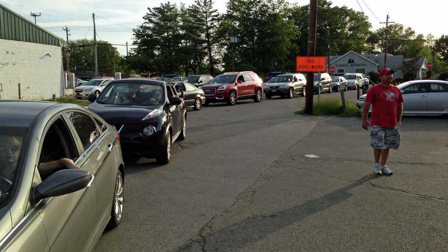 Lines of cars and people were there Monday night to get one last meal at the restaurant.