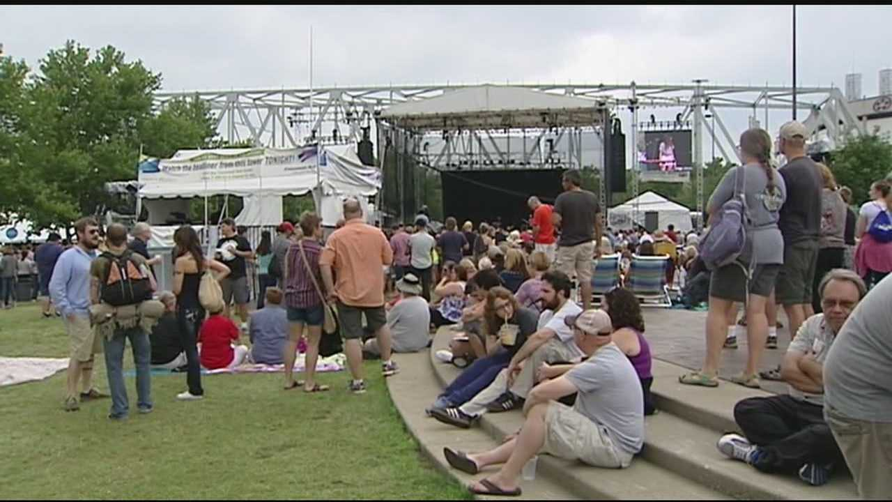 Thousands of country music fans packed Yeatman's Cove for the final day of the Buckle Up Music Festival.