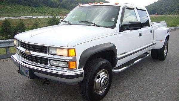 Generic 90s Chevy pickup.jpg