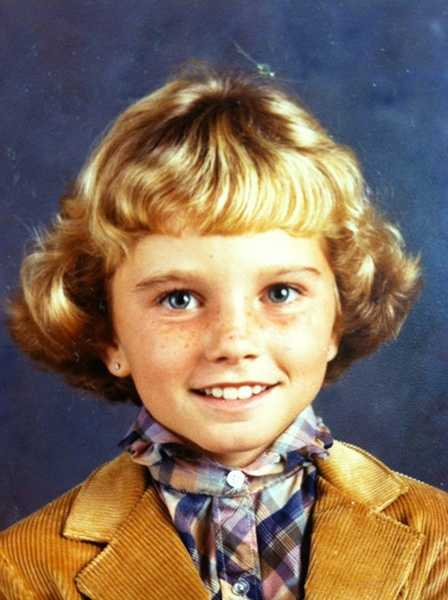Can you tell which WLWT Newsperson's 2nd grade photo this is?