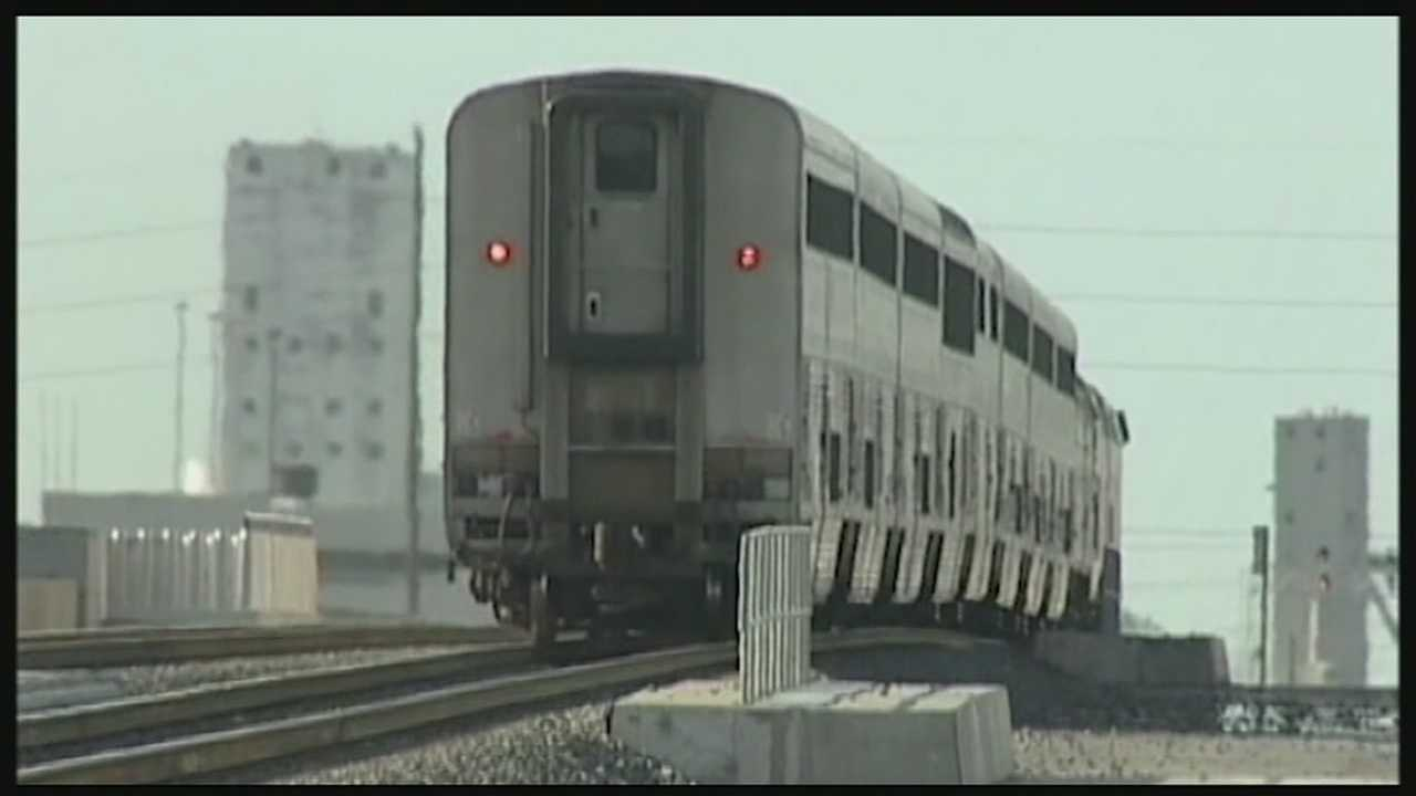 The initiative wants to increase the rail traffic to a daily train at a reasonable hour.