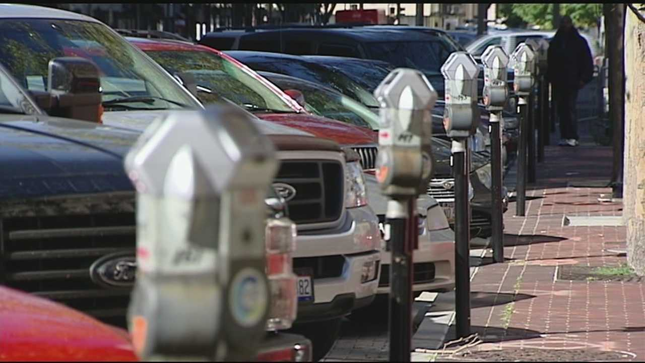 A new program and smartphone app allows Cincinnati drivers to pay for parking via an app.