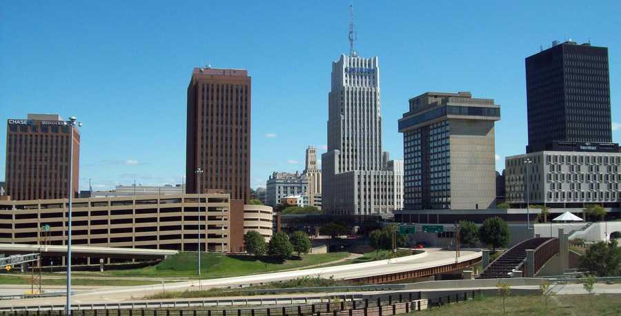 12. Akron, OHPopulation: 198,390Violent Crimes: 8.87 per 1,000 residentsProperty Crimes: 50.58 per 1,000 residentsTotal Reported Crimes: 59.44 per 1,000 residents