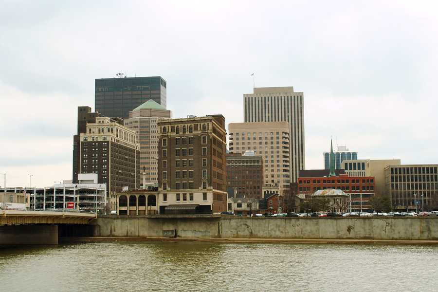 9. Dayton, OHPopulation: 142,139Violent Crimes: 9.74 per 1,000 residentsProperty Crimes: 58.99 per 1,000 residentsTotal Reported Crimes: 68.73 per 1,000 residents