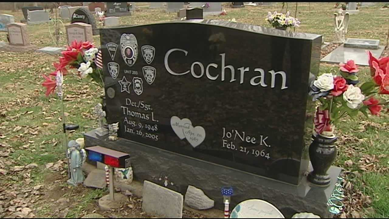 The widow of a fallen Lawrenceburg officer says a stranger cleaned graffiti off of her husband's headstone after it was vandalized.