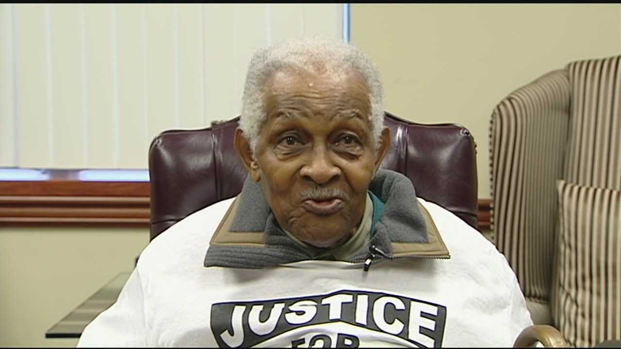 If Tracie Hunter goes to jail, a 92-year-old man says, so will he. The 92-year-old says he's willing to spend time behind bars to keep the convicted juvenile judge out.
