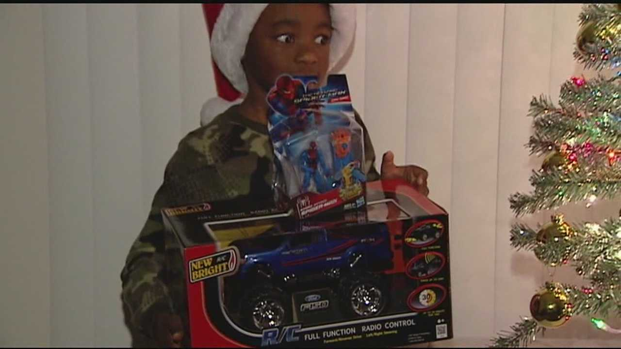 Two Mt. Healthy police officers bought last-minute Christmas gifts for one family after someone broke into their apartment and stole theirs from under their tree.
