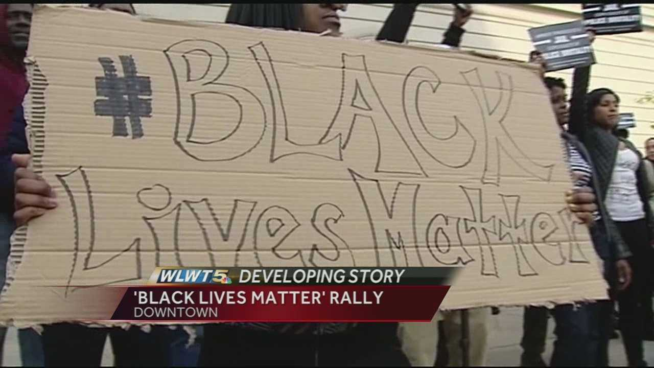 A few hundred were there as the group began marching to Cincinnati District 1 Police Headquarters.