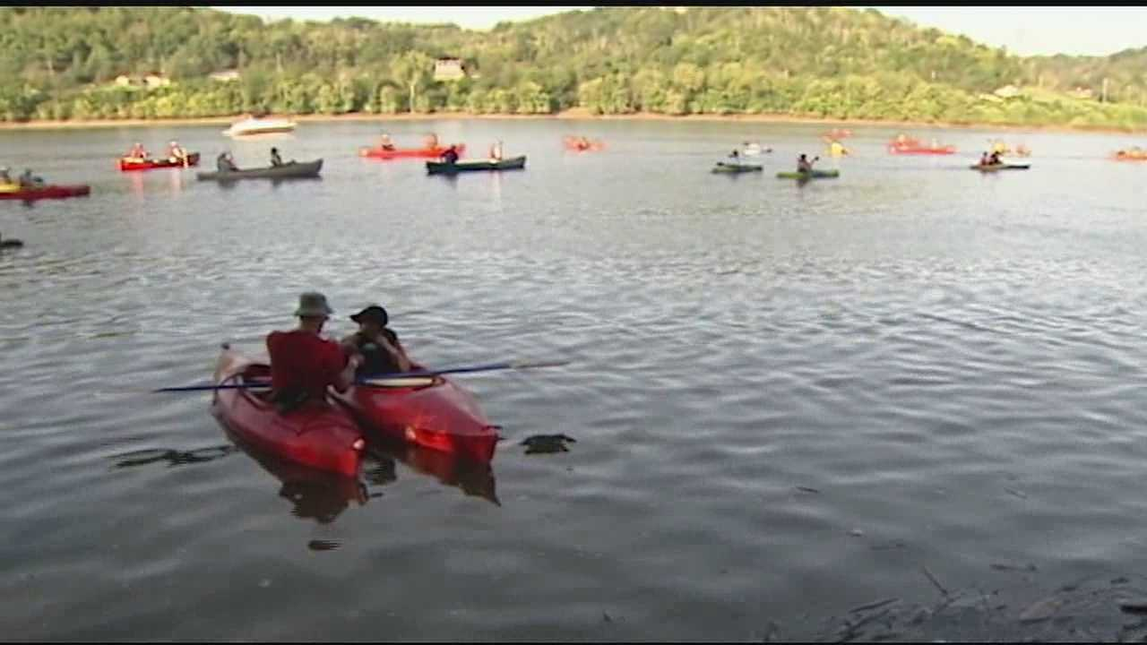 Thousands paddle down the river in 14th annual Paddlefest