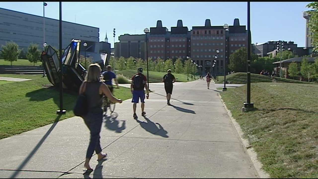 The University of Cincinnati's Department of Public Safety sent a safety notice to students Wednesday morning