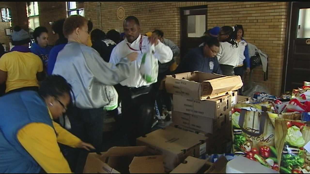 Across the Tri-State, volunteers packed, stuffed and sorted holiday meals for those less fortunate. Volunteers met at Rockdale Scholl and other locations across the city on Saturday morning.