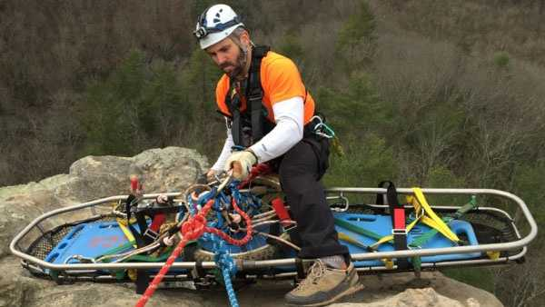 Teams recover the body of a Cincinnati-area man who fell from Chimney Top Rock.