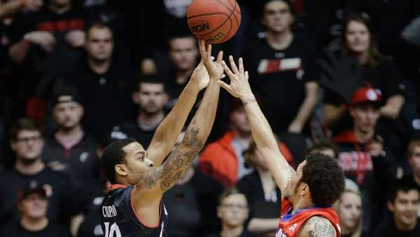 Cincinnati's Troy Caupain (10) shoots over SMU's Nic Moore, right, during the first half of an NCAA college basketball game, Sunday, March 6, 2016, in Cincinnati. (AP Photo/John Minchillo)