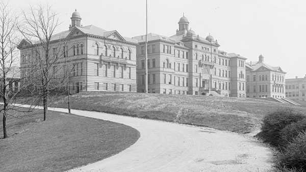 University of Cincinnati, Ohio. c.1904Via Library of Congress
