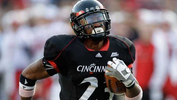 Cincinnati running back Isaiah Pead (23) in action against Louisville in an NCAA college football game, Saturday, Oct. 24, 2009, in Cincinnati. (AP Photo/Al Behrman)