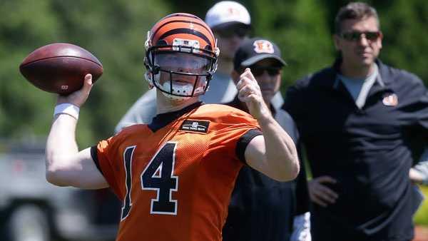 Cincinnati Bengals quarterback Andy Dalton throws during NFL football practice, Tuesday, May 24, 2016, in Cincinnati. (AP Photo/John Minchillo)