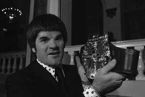 """Cincinnati Reds' Pete Rose holds his Hickok """"Professional Athlete of The Year"""" belt in New York, Thursday, Jan. 9, 1976. Rose was the 26th annual winner of the award."""