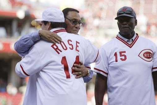 Former Cincinnati Reds player Pete Rose (14) is hugged by teammate Tony Perez, center, as he is introduced during a ceremony to honor the 1976 World Series champions, before the Reds' baseball game against the San Diego Padres, Friday, June 24, 2016, in Cincinnati. (AP Photo/John Minchillo)