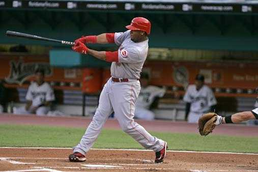 Cincinnati Reds' Ken Griffey Jr. hits his 600th career home run during a baseball game against the Marlins Monday, June 9, 2008 at Dolphin Stadium in Miami.