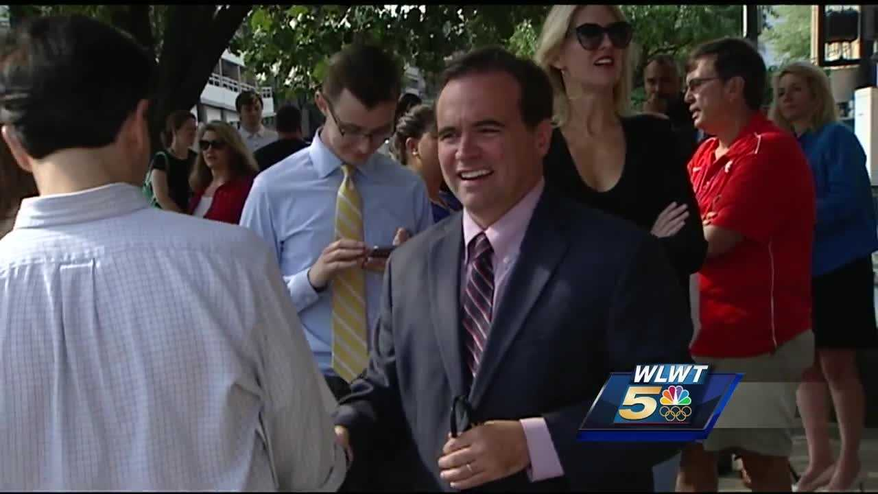 Cincinnati's mayor pushed up the pressure on the police pay issue even higher Thursday with a very public display of support. Mayor John Cranley was joined in front of City Hall by a politically diverse crowd of community and labor leaders.