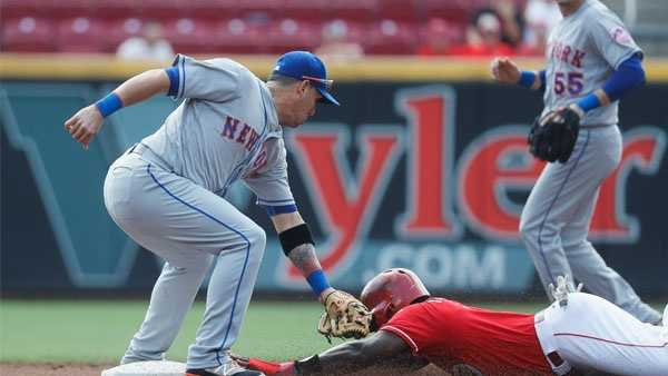 New York Mets shortstop Asdrubal Cabrera, left, tags out Cincinnati Reds' Brandon Phillips, right, in the second inning of a baseball game, Wednesday, Sept. 7, 2016, in Cincinnati. (AP Photo/John Minchillo)