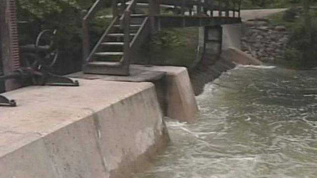 The high water in the lakes region has forced the state to shut down the Songo Locks indefinitely.  News 8's Steve Minich reports.