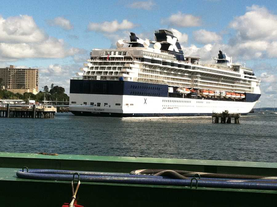 Photos Visiting Cruise Ship Buying Maine Lobsters - Buying a cruise ship