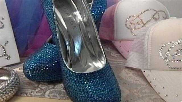 News 8's Meghan Torjussen introduced us to a Maine woman making a name for herself as the Dazzle Diva.
