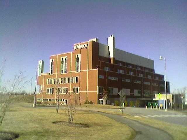 12: Mercy Hospital in Portland employs 1,501-2,000 people.