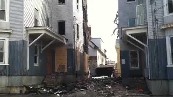 img-Governor tours fire damage in Lewiston