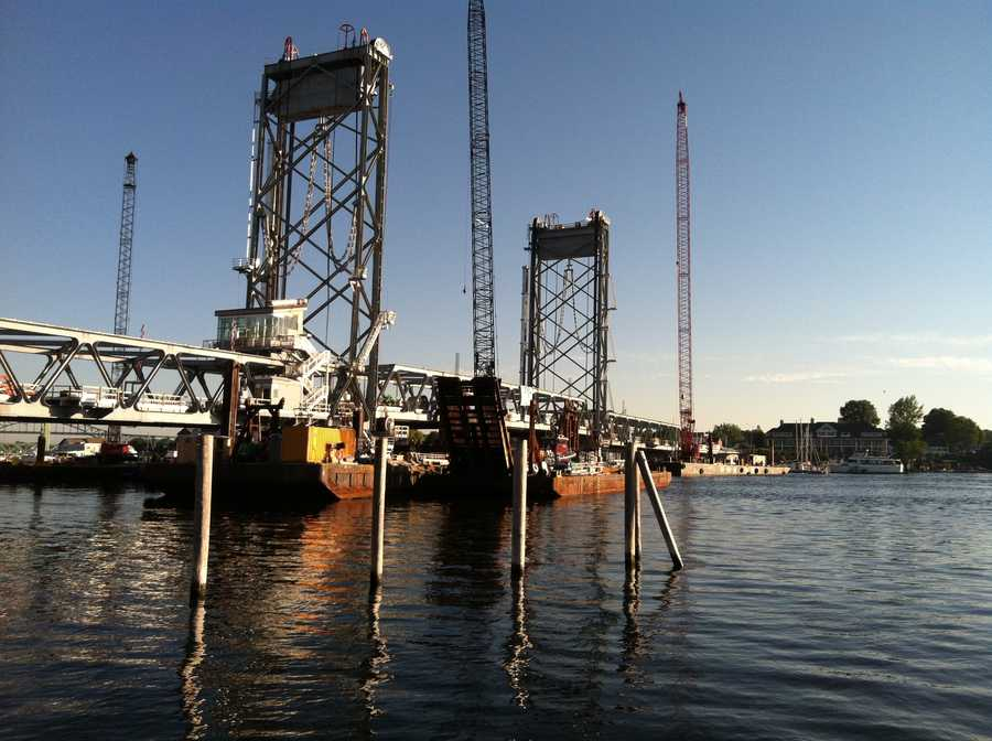 The final span of the new Memorial Bridge connecting New Hampshire and Maine is being floated into place.