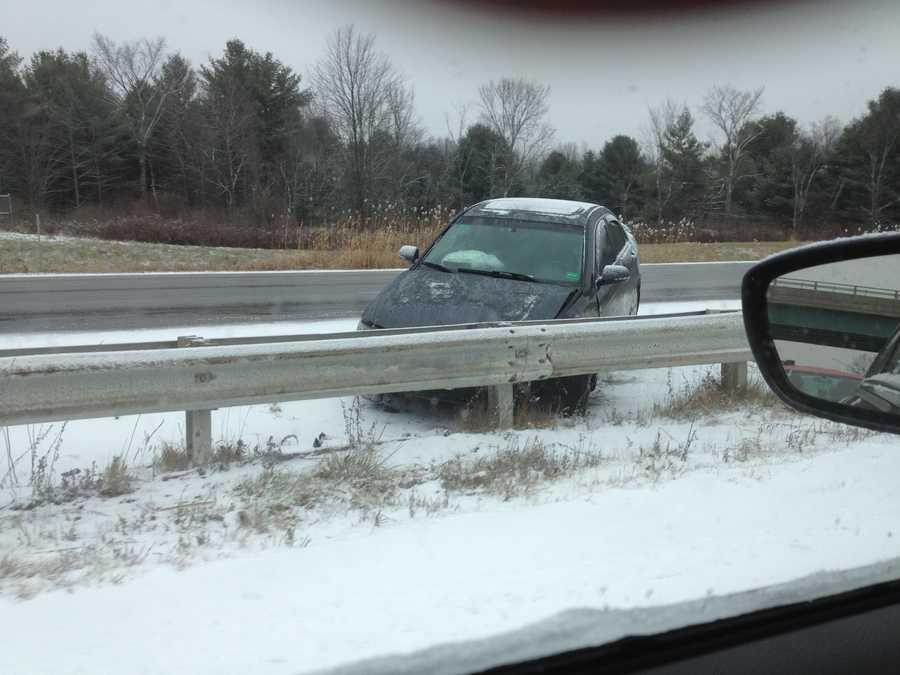 Car into median on Maine Turnpike