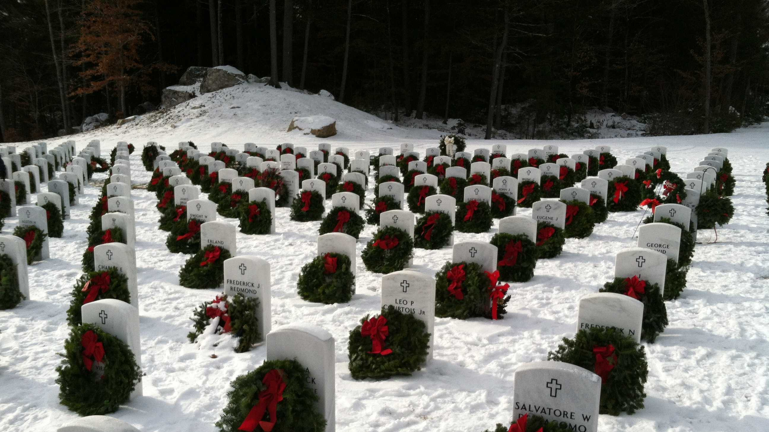 PORT Springvale graves decorated with wreaths.JPG